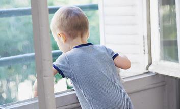 prot gez votre enfant des accidents domestiques la pr fecture et les services de l 39 tat en. Black Bedroom Furniture Sets. Home Design Ideas