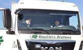 La Directrice de cabinet dans un camion
